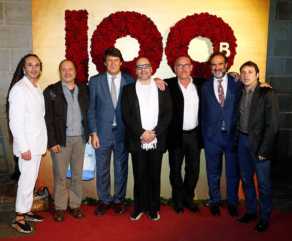 de izquierda a derecha: Amai V.M.Reina, Ramón Simó (director de GREC), Eduard Vidal (vicepresidente de Memora), Kiku Mistu, Lluís Coromina, Fernando Sanchez (director de marketing de Mémora), y Ricard Planas (director de la fundación Coromina y de la revista Bonart).